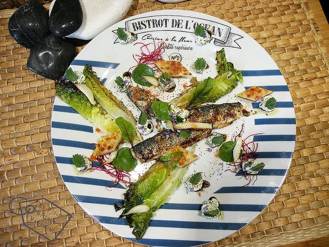Sardines grillées, halloumi et pimprenelle