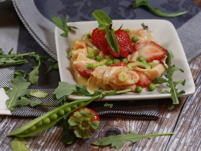 Tartare de saumon aux agrumes fraises et petits pois
