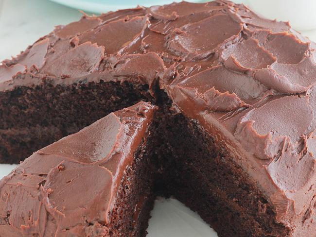 Gateau Au Chocolat Noir Moelleux Et Ganache Une Recette Facile Recette Par Cuisine Culinaire