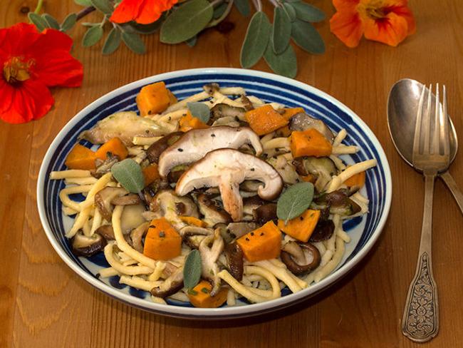 Spätzle aux shiitake, patate douce et sauge
