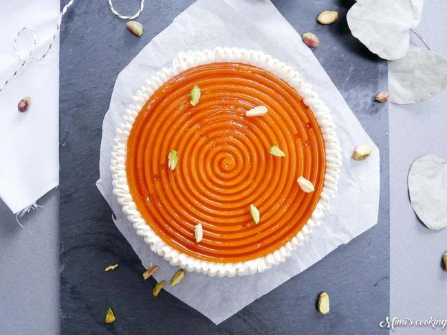 Galette des rois sablée, crème d'amandes, gelée d'abricot et chantilly pistache