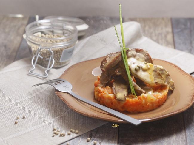 Aiguillettes de canard au poivre de sarawak et écrasé de potiron pommes de terre