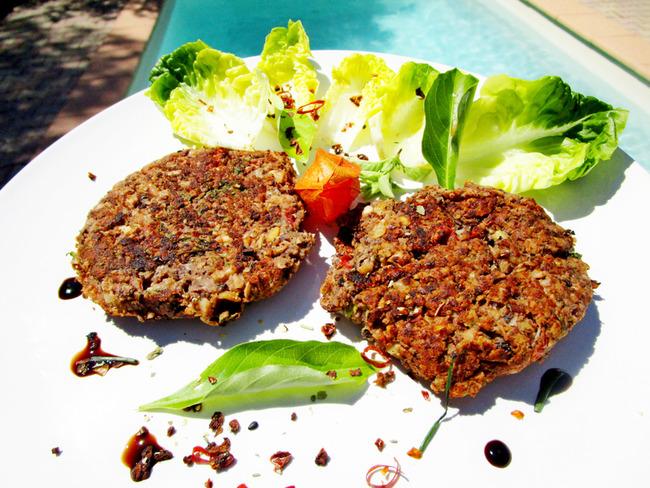 Steak vegan aux fruits secs légumes et feuilles de baobab