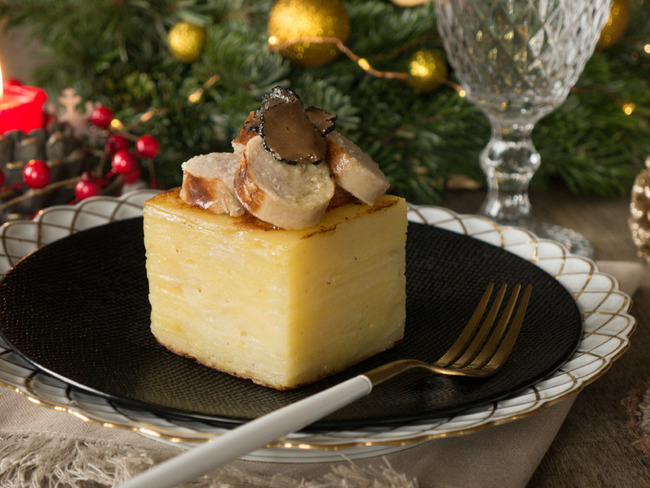 Étagé de pommes de terre, boudin blanc et lamelles de truffes