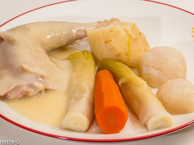 Poule au pot, sauce blanche