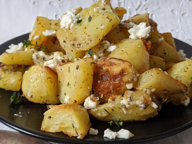 Pommes de terre sautées à l'ail, à la feta et à l'origan