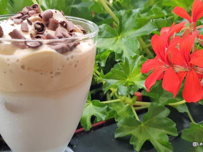 Café glacé au lait d'amande