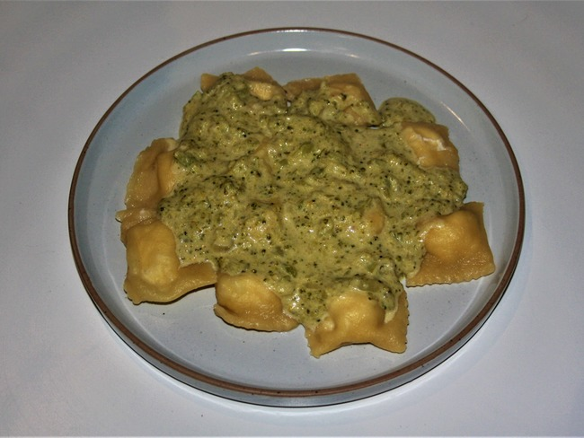 Ravioles ricotta parmesan et crème de brocoli