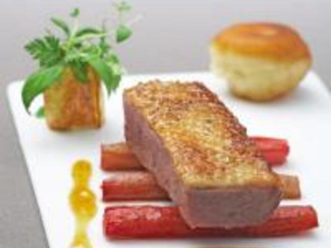 Filet de Canette Rôtie à la Rhubarbe, Jus de Canard à l'Infusion de Verveine