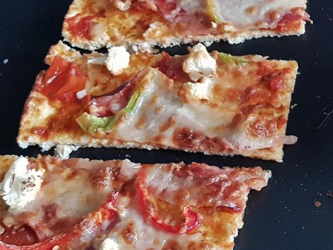 Pâte à pizza au chou-fleur et mozzarella