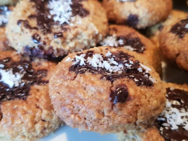 Gâteaux aux noix, beurre de cacahuètes et chocolat noir