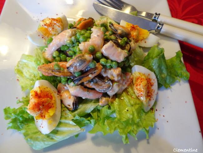 Salade de moules et crevettes à la mayonnaise rose