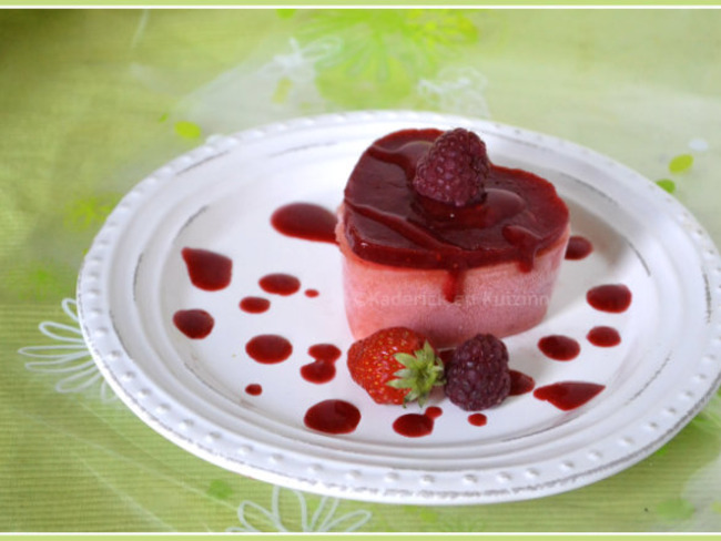 Sorbet pêche et coulis fraise et framboise