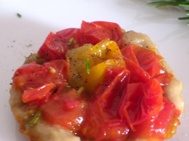 Tatinnettes de tomates cerises au romarin et sarrasin
