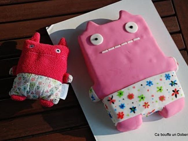 """Gâteau d'anniversaire en 3D """"Monstre rose"""""""