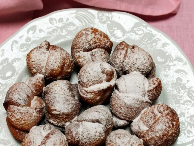 Beignets-nœuds luxembourgeois