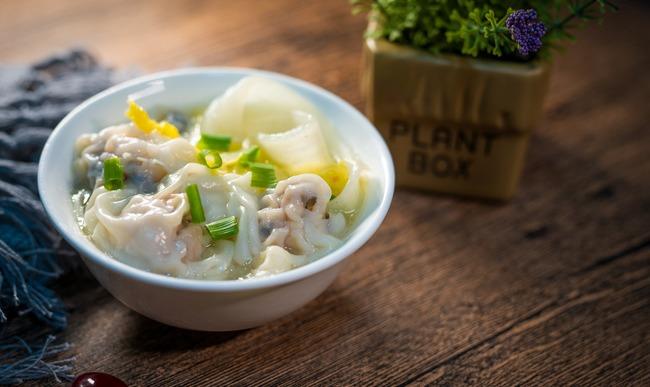 Bol de raviolis chinois vegetariens