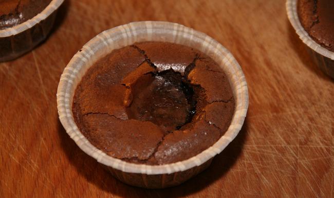 Fondant au chocolat dans sa caissette papier