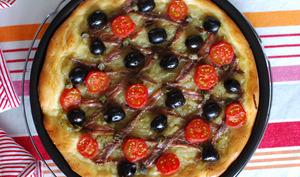 Pissaladière avec tomates cerises