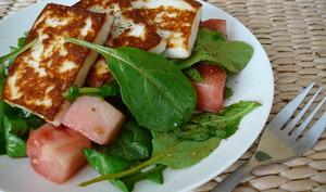 Halloumi, salade et melon.