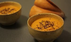 Soupe de courge, patate douce et lait de coco, graines de lin